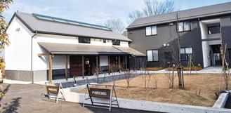 旧鎌倉街道沿いに立つ「蔵」のような外観が特徴