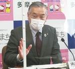 会見で発言する阿部市長