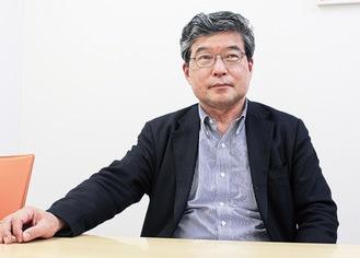 インタビューに答える田村会長