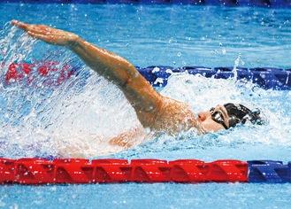 選考会で力泳する砂間さん