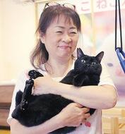 高齢の人と猫結びつけ