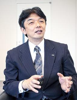 施設について語る松野社長