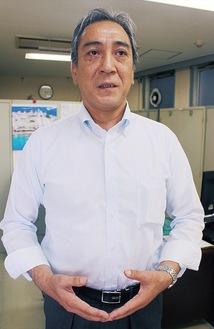 インタビューに答える飯島会長