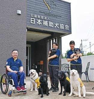 ▲昨年から「クラウドファンディング」に取り組んでいるという盲導犬・介助犬・聴導犬を育てる「日本補助犬協会」
