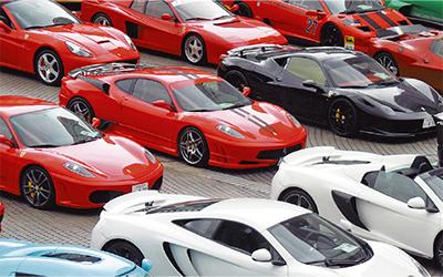 スーパーカーが大集結