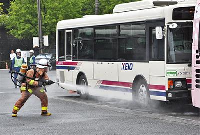 バス火災想定で訓練