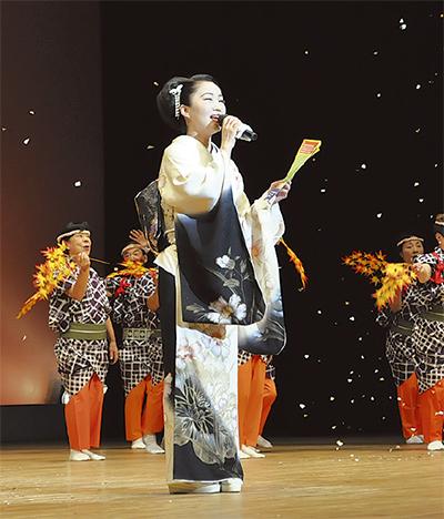 歌・踊りで「長寿」祝う