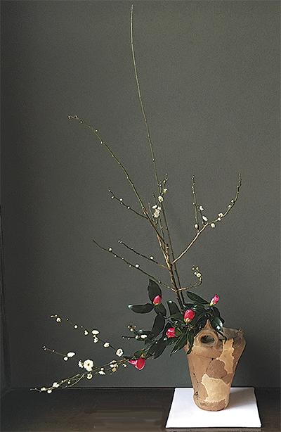 古代の器といけ花がコラボ