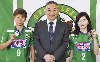アジア杯優勝を報告
