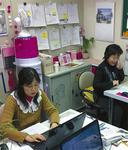 大和駅構内にある大和市イベント観光協会(大和FC)の事務所。ロケの企画書などが所狭しと貼られている