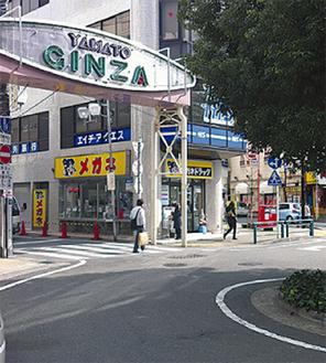 男性が倒れていた大和駅前の路上