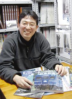 鉄道専門のオンライン古書店を経営する伊藤さん