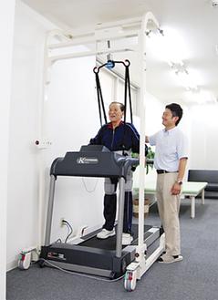歩行訓練のウォーキングマシン