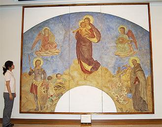 講堂に設置された『聖母子像』