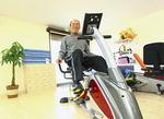 下肢の筋力強化および、有酸素運動を行うバイク