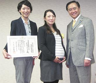 左からママプロメンバーの納亜矢子さんと永尾副代表、黒岩祐治神奈川県知事