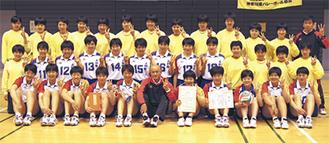 来年1月に開催される全日本選手権(春高バレー)への出場を決めた大和南高校女子(11月)