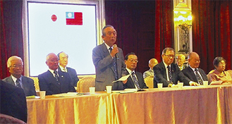 挨拶をする石川会長(写真中央)
