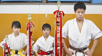 左から佐野さん、山口さん、鎌田さん