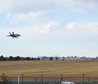 戦闘機などが離着陸する厚木基地