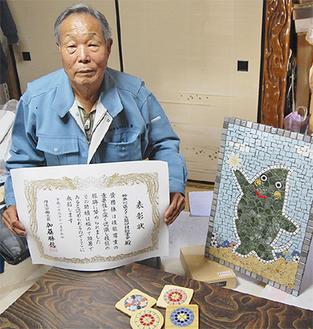 中島会長と「ヤマトン」のタイルアート