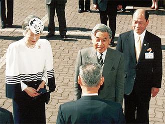 スポーツセンターを訪れた天皇、皇后両陛下
