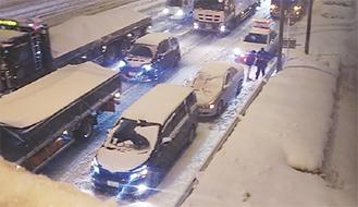 夜には、大渋滞の国道246号線で事故も発生