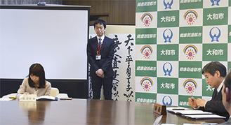 協定書に署名する中野社長(左)と大木市長