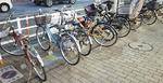 大和駅前では多数の放置自転車も