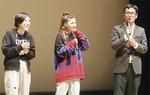 舞台挨拶をする宮崎監督(右)、遠藤さん(中央)、加藤さん(左)