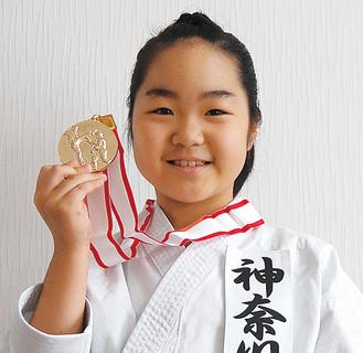 関東での金メダルを手にする早田さん