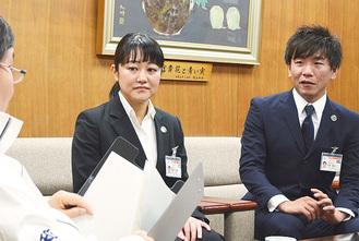 大木市長を表敬訪問した遠藤さん(右)と間崎さん