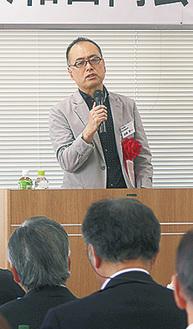 講演する村岡教授