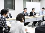 あいさつする神奈川ユニットセンターの伊藤センター長(中央)