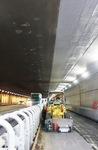 トンネル内部の様子。色の違いで、既存のトンネル部と拡幅されたトンネル部がわかる