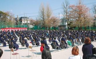 グラウンドで入学式を行った大和中学校