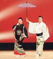 伝統を次代に 小学生も演舞