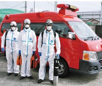 感染症対策防護服「タイベックスーツ」を着用して出動