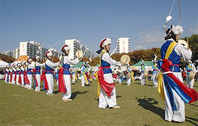日韓が踊りで共演