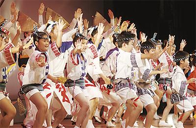 11組が舞台演舞