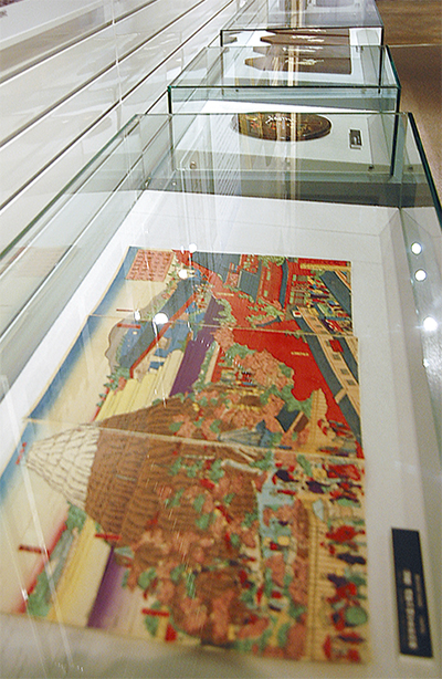 富士山描いた工芸品を展示