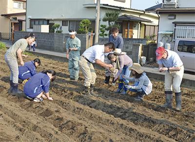 近隣中学生徒と種蒔き