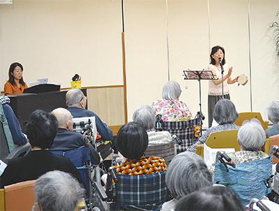 童謡の会が老人ホーム訪問