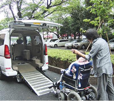 車&介助で外出をサポートします