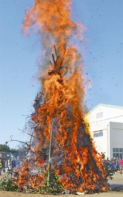 10メートル超える火柱