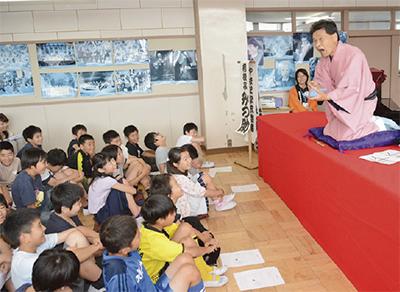 上和田小で「学校寄席」