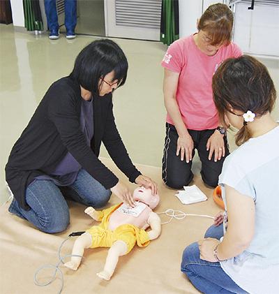 乳幼児の救命法学ぶ