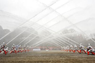 消防出初式に多くの人手