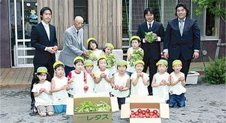 野菜は37の施設に贈られた。写真はさくらい保育園