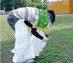 ゴミを集めるボランティア